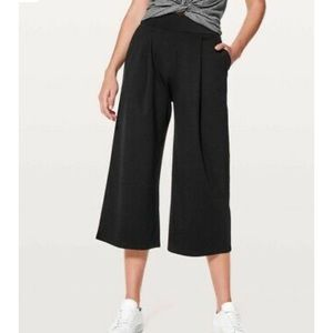 Lululemon Can You Feel the Pleat crop size 6